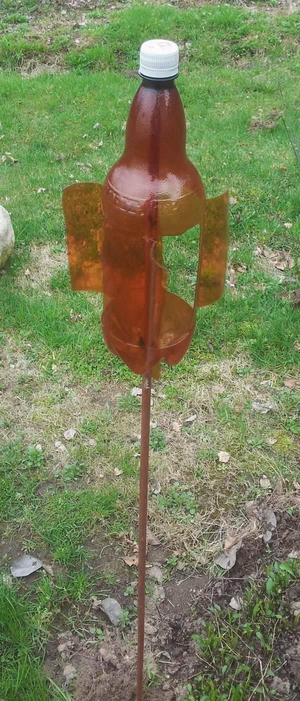 Вертушка от кротов из пластиковой бутылки своими руками