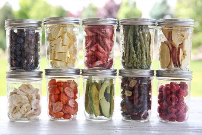 Где и как правильно хранить сухофрукты в домашних условиях, можно ли хранить в холодильнике