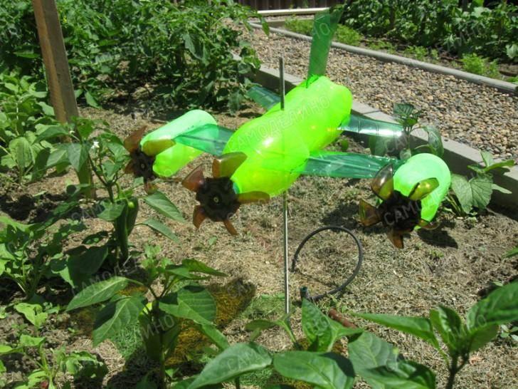 Отпугиватели кротов своими руками из пластиковых бутылок и других материалов