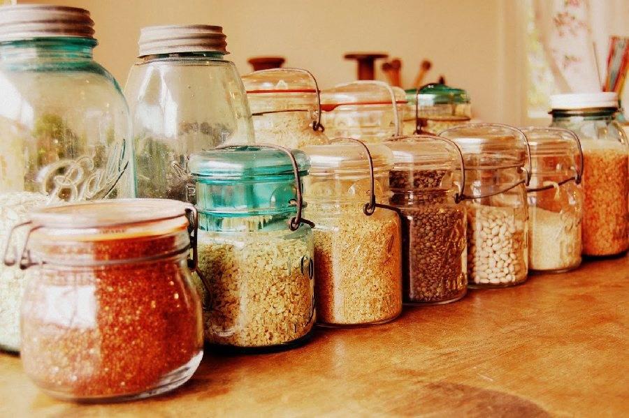 Как избавиться от моли в крупах: химические и народные средства для квартиры