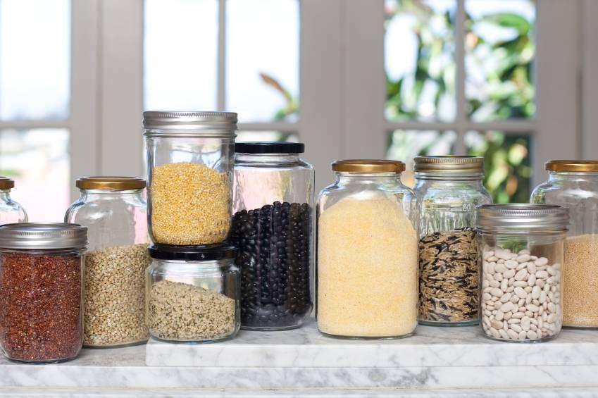 Как хранить крупы, чтобы не заводились жучки и моль в домашних условиях