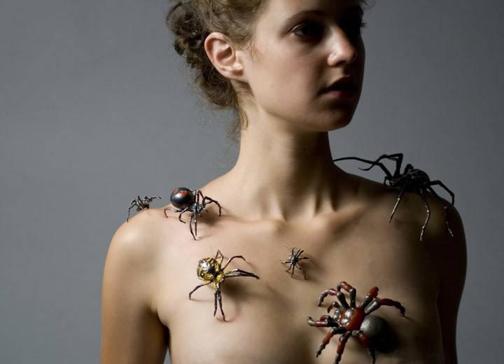 Боязнь насекомых: что такое инсектофобия, почему люди боятся пауков и жуков