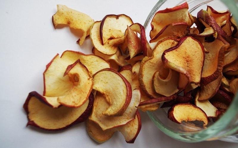 Как правильно хранить сушеные яблоки на зиму: где и в чем? русский фермер