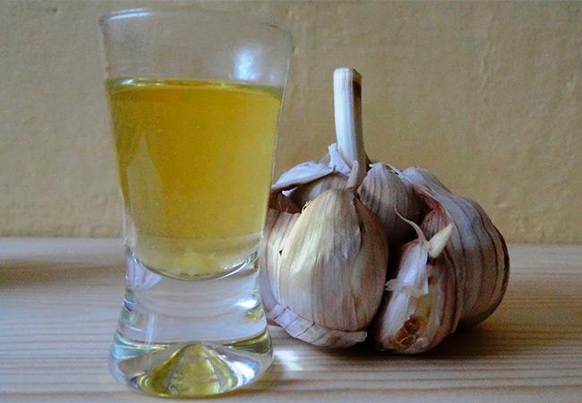 Настой чеснока от вредителей и болезней: проверенные народные рецепты