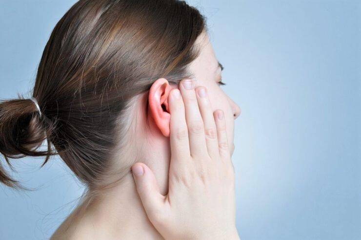 В ухо попало насекомое: как вытащить из уха ребенка, симптомы, фото, видео, удаление, что делать? - здоровая семья